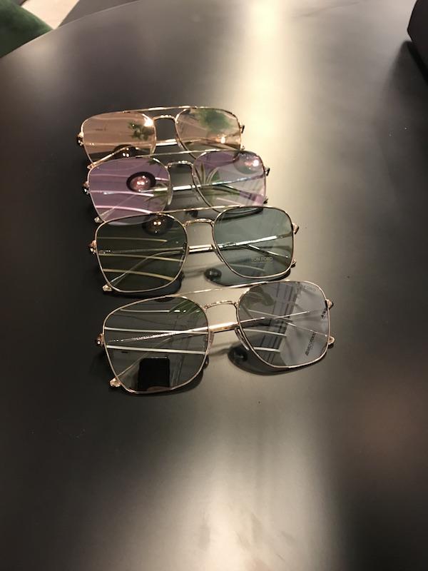 Delar ut Tom Fords senaste solkollektion